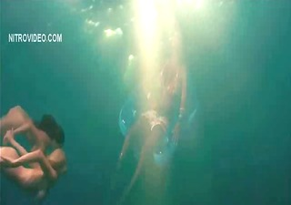 celeb kelly brook nude and moist in piranha 9d